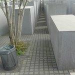 Particolare del monumento alla vittime della Shoah