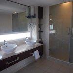Salle de bain dans la chambre