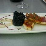 arroz negro con chipirón a la plancha y ali-oli