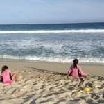 Mar y playa frente al hotel