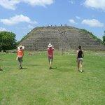 La plataforma de la pirámide principal y la parte más alta
