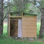 Cabane douche et toilettes