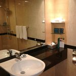 large wash basin with well stocked amenities