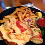 Lobster roll & fries - excellent!