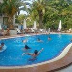 Απόλαυση η πισίνα !