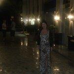 Hotel splendidamente illuminato la sera