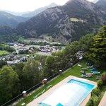vue du balcon, sur la piscine