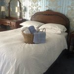 The Barnett Room - elegant and spacious