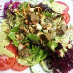 Salat mit Hühnerleber gebraten im Himbeeressig. Mega!