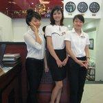 Vriendelijk vrolijk personeel