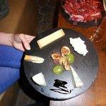 Assiette de fromages intacte...