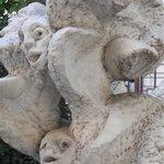 Statue aux multiples têtes