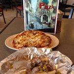 Foto de Deno's Pizza