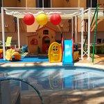 Piscina y entretenimiento para niños