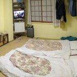Habitación (con los futones extendidos)