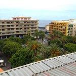 Sicht von der Dachterrasse (neben dem geschlossenen Restaurant) über den Plaza del Charco zum Me