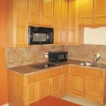 THREE DOUBLE BED KITCHENETTE SUITE - 2