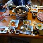 夕食です。この他に天ぷらが出ました。