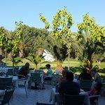 uitzicht bij het ontbijt aan de tuinzijde (kon ook aan het zwembad)