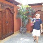 La porte d'entrée de la villa