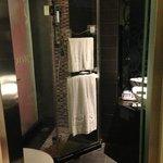 シャワーのみのバスルーム