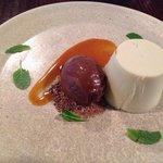Pannacotta with delicious rich chocolate icecream ~ amazing !!!!