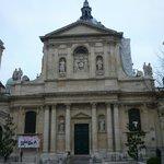 Fachada principal de La Sorbonne.