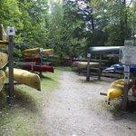 Leihkanus von Killarney Outfitters am Killarney Provincial Park Campground