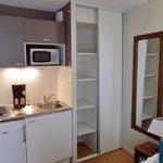 La kitchenette et un petit placard.