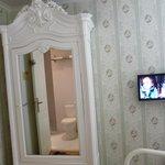 télé et armoire