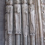 Cast os Saints in a doorway