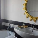 Bathroom w bath tub