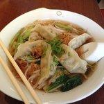 Chinesische Maultaschen mit Reisnudeln