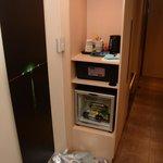 Консоль с холодильником и сейфом