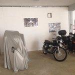 Parcheggio moto coperto!
