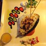 Berenjena con queso, el plato y la decoración de diez