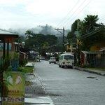 Calle principal de Cahuita