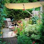 Petite terrasse extérieure pour l'une des chambres