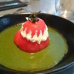 Religieuse (Tomate pochée au basilic, crème de mozzarella)