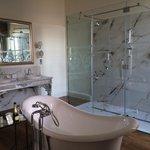 Suite en-suite bathroom which was huge!!