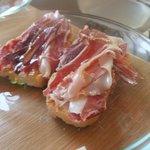 Tostas de jamón con tomate