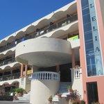 Вид на вход в отель