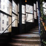 Escalera de acceso a las salas