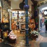 Comercios en Hundertwasser Village