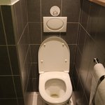 Enge Toilette