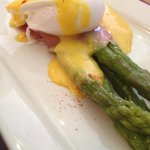 Starter asparagus with ham and egg