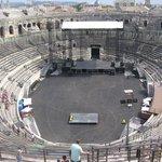 Les arènes de Nîmes polluées en salle de concert horrible