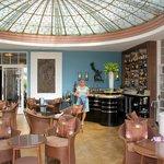 Amazin Art Deco bar