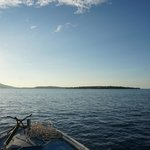A sinistra ManadoTua e a destra l'isola di Bunaken