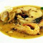 Plato de merluza con langostinos y almejas